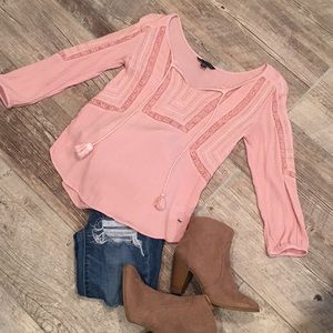 American Eagle Outfitters Tops - 💕American Eagle peasant shirt💕